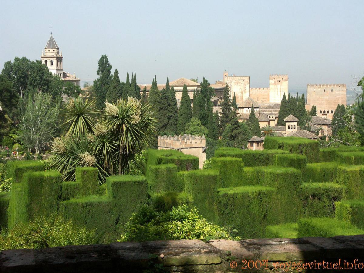 jardines bajos del generalife alhambra granada spain