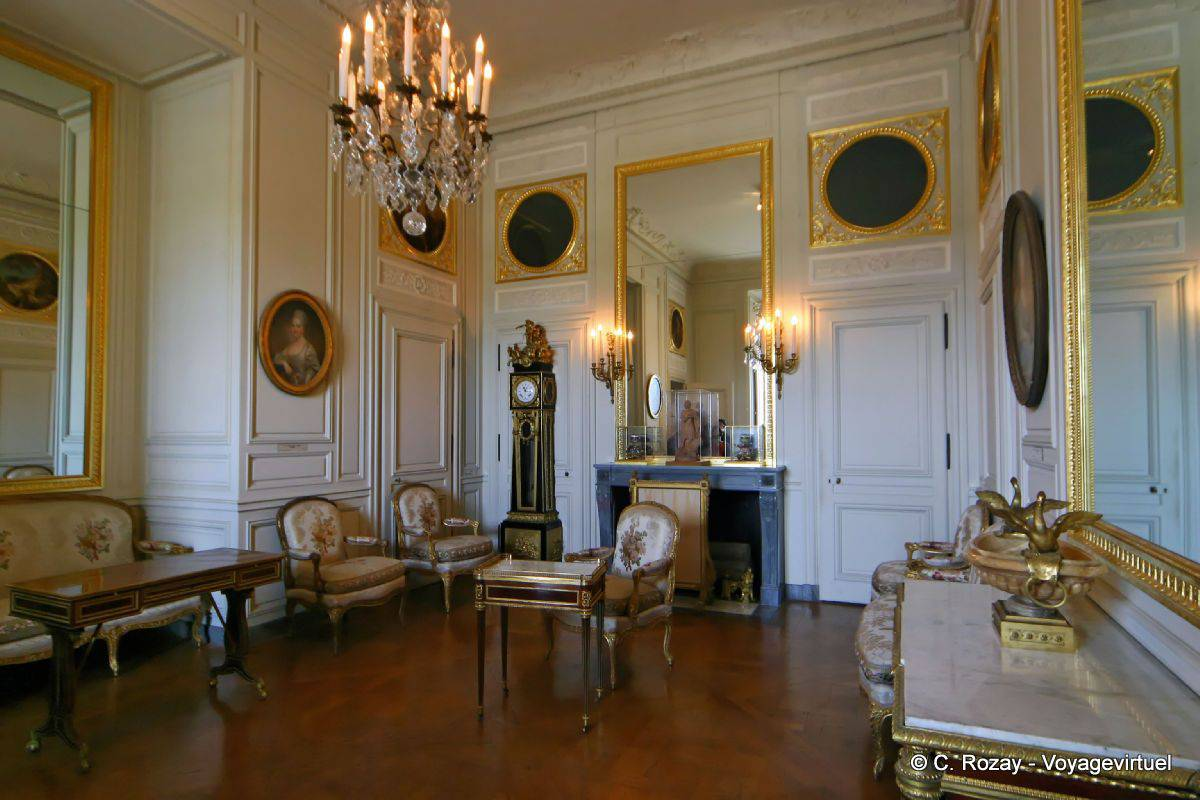 The inner cabinet of madame adelaide versailles for Chateau de versailles interieur