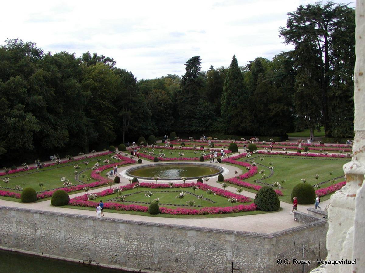 Garden of diane de poitiers ch teau de chenonceau for Equip jardin poitiers