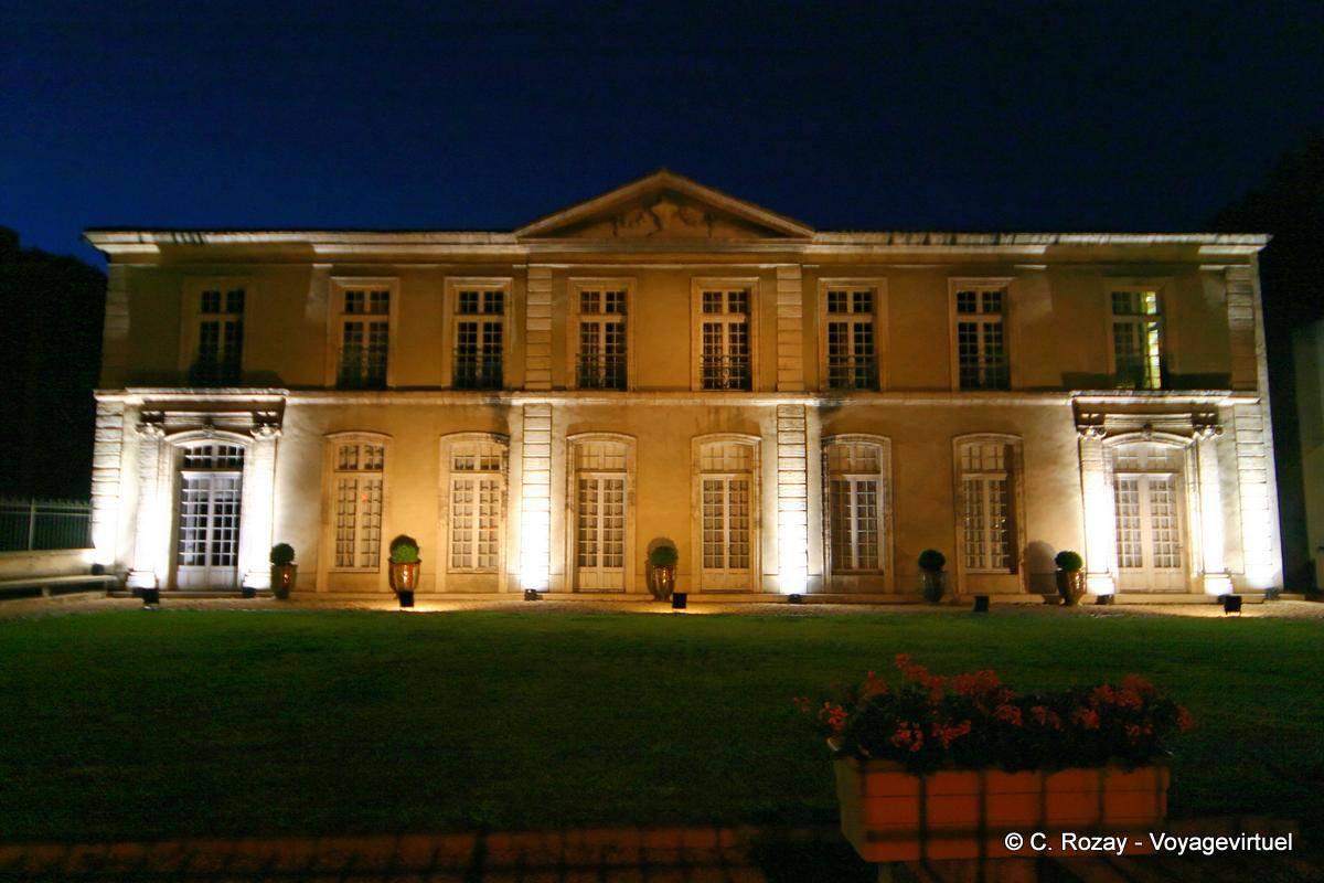 Hôtel de Caumont, facade overlooking the boulevard Raspail, Avignon ...