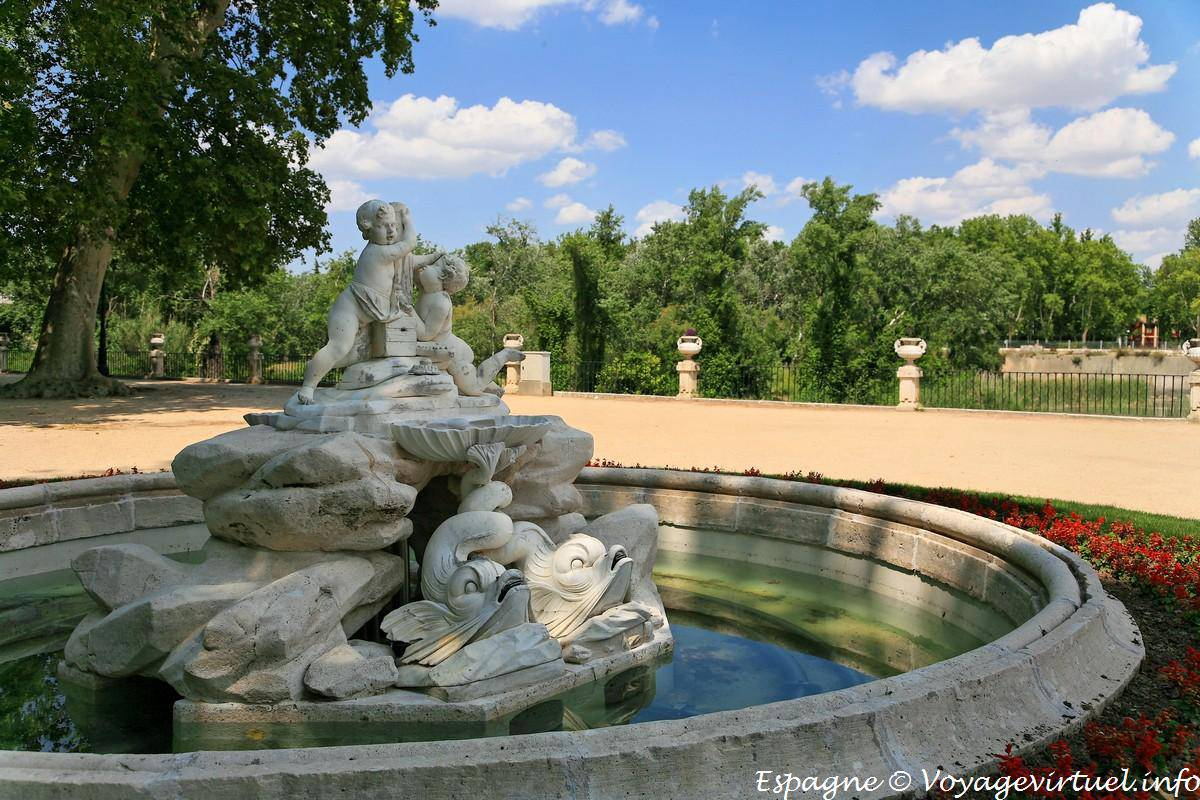 Fontaine on the banks of the tagus jard n de la isla - Parterre de jardin ...