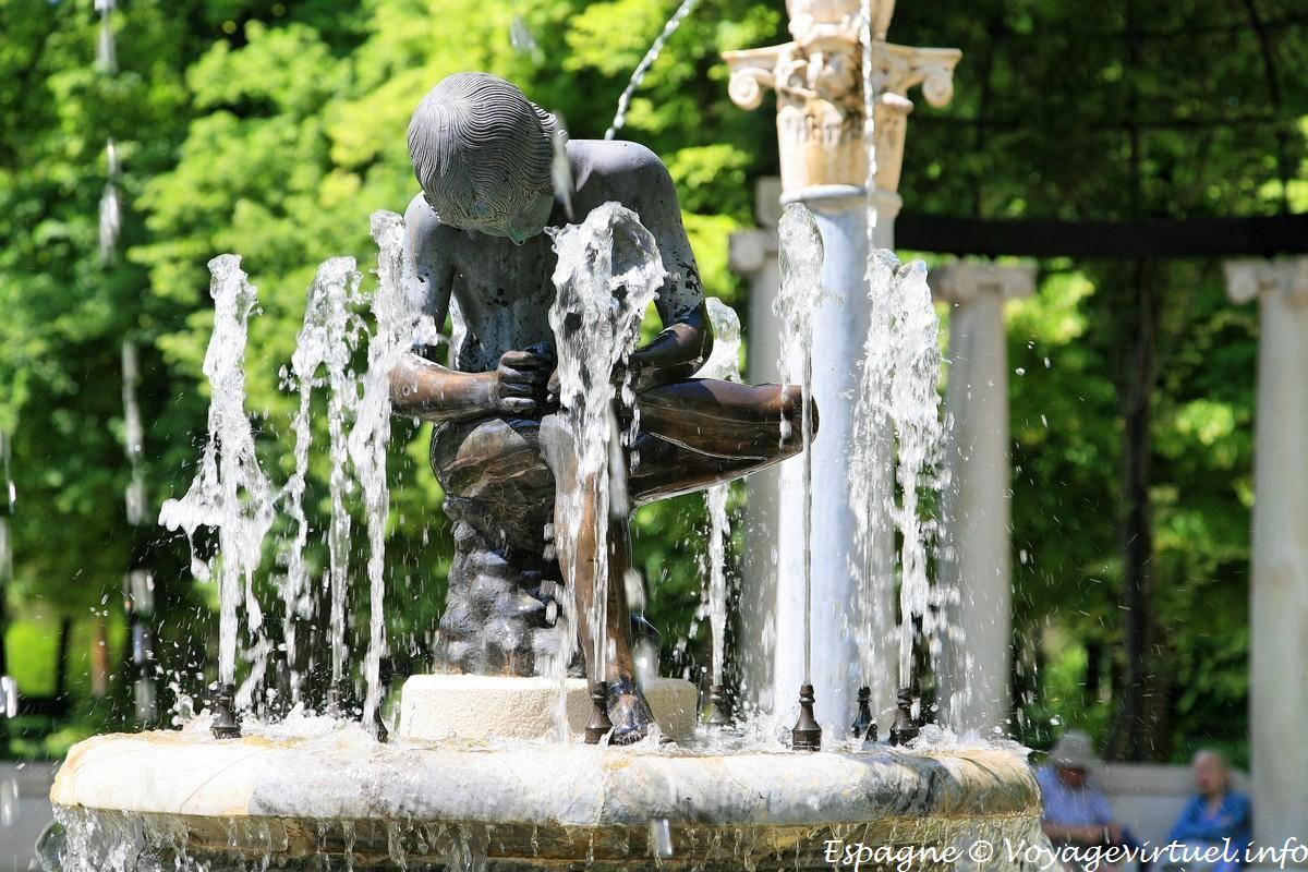 Fuente del ni o de la espina jardin del parterre - Fuente para jardin ...