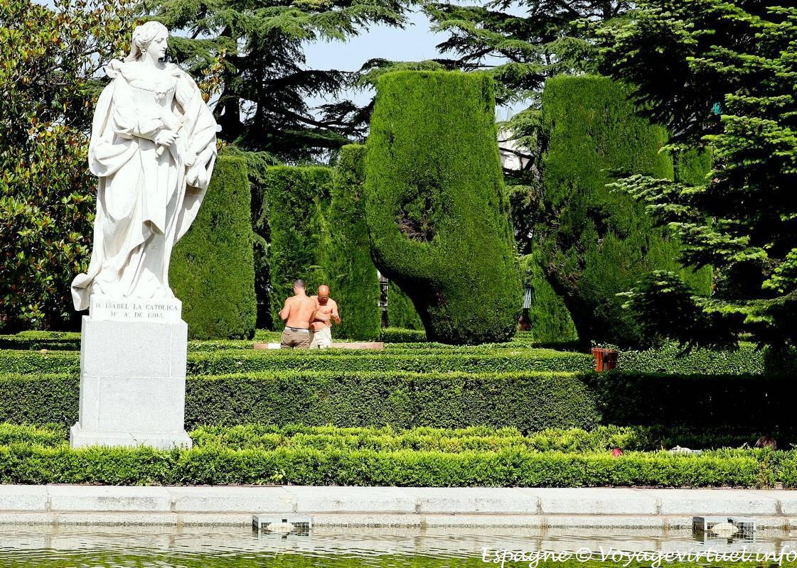 Madrid jardines sabatini campo del moro uomo spain for Jardines sabatini