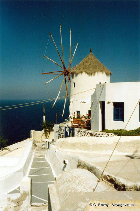 Moulin à Oia, Santorini, Greece