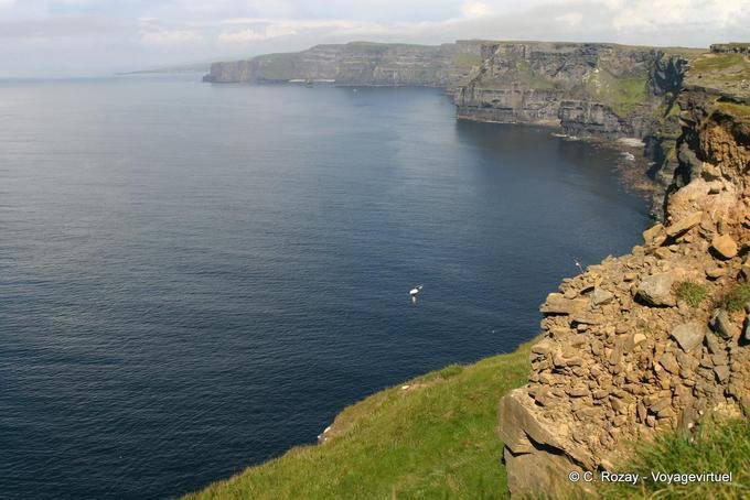 Panorama sur la baie de Galway entourée des falaise de Moher, Irlande