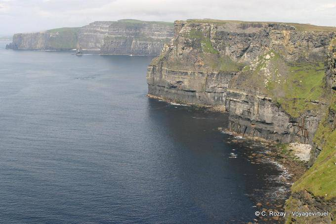 Un million de touristes par an visitent les Cliffs of Moher, Irlande