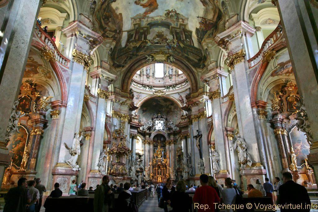 Église Saint-Nicolas (Kostel sv. Mikuláše), vue depuis l ...