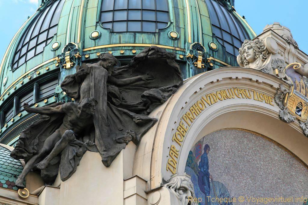 Maison municipale obecn d m sculpture gauche du fronton prague czech republic - Verriere externe ...