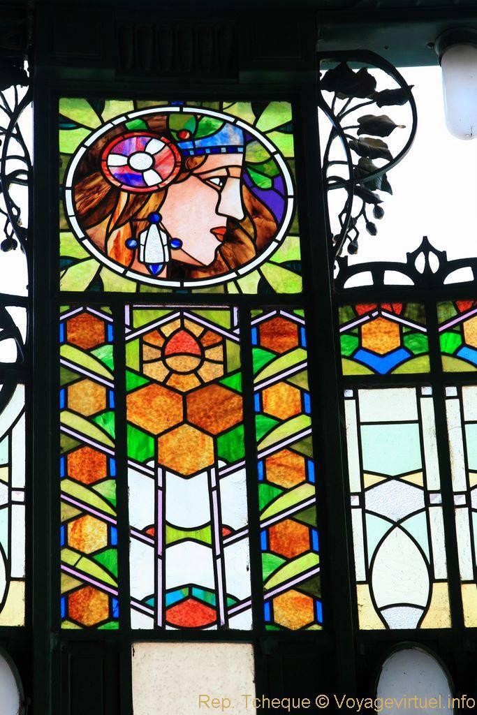 Maison municipale obecn d m fragment de vitrail prague czech republic - Verriere externe ...