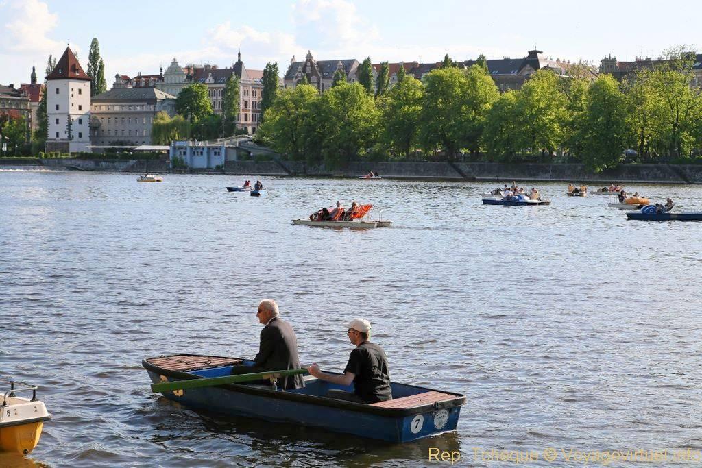 Barque sur la vltava slovansky ostrov prague czech for Jardin wallenstein