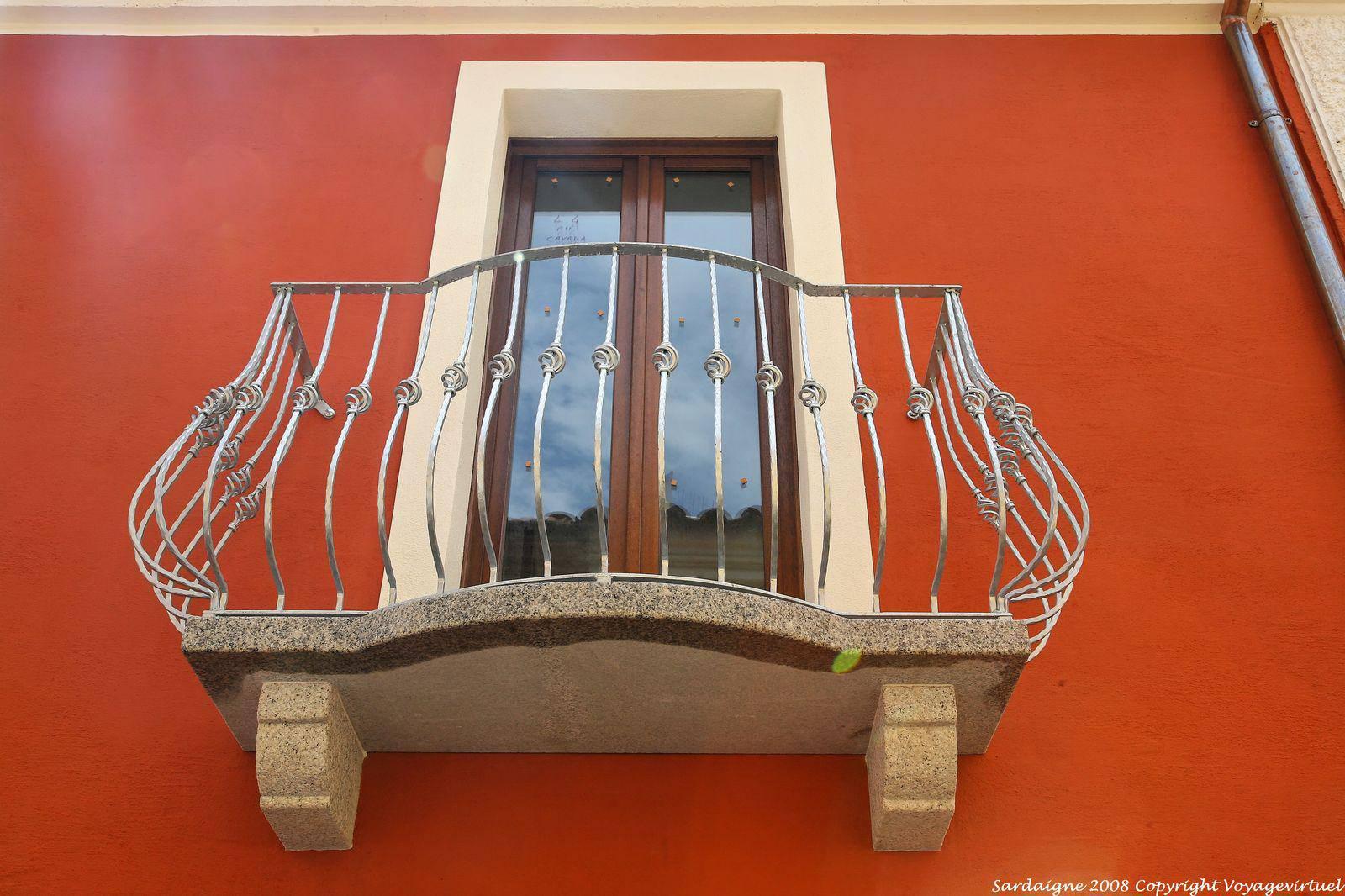 Olbia via piccola balcony window sardinia for Fenetre balcon