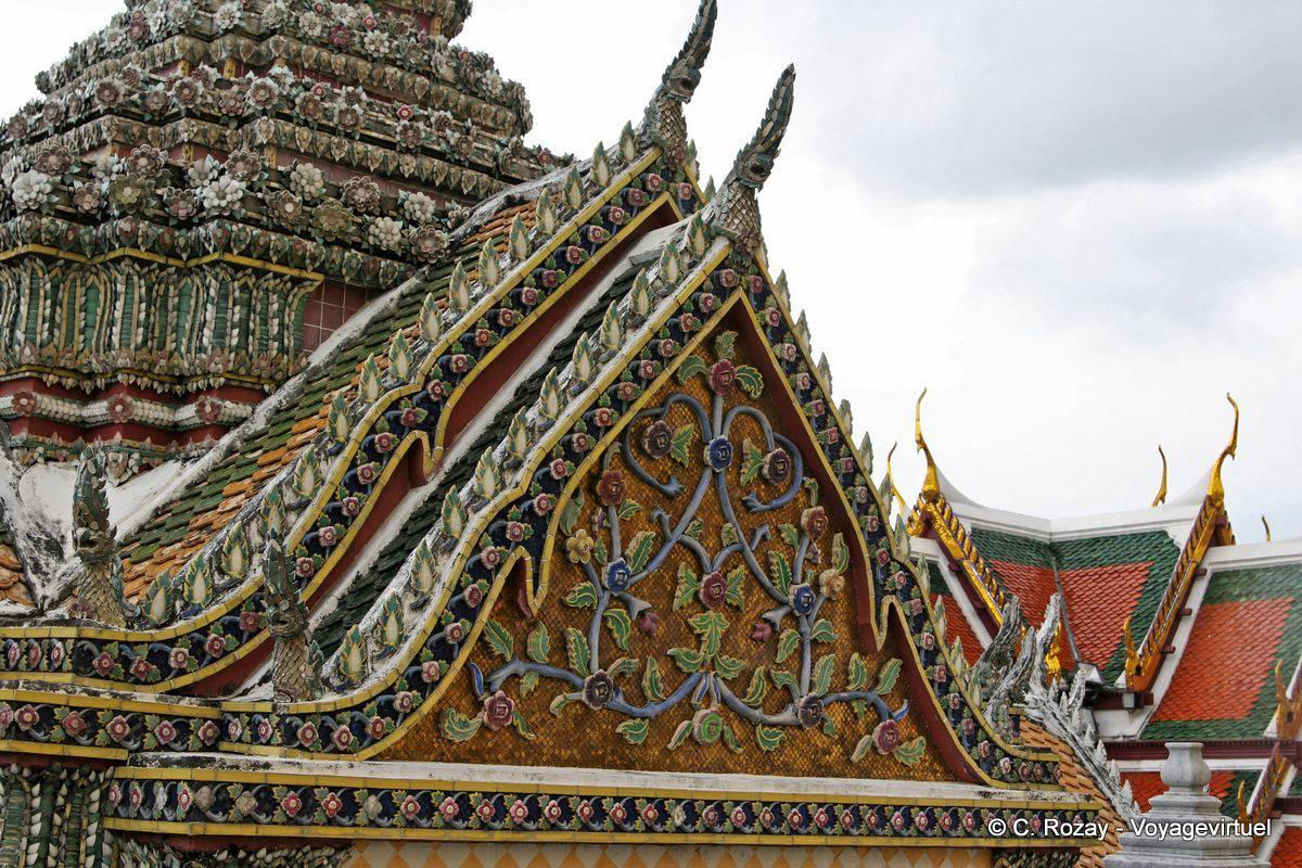 Roof Sawetkudakarn Viharn Phra Yod, Wat Phra Kaew, Bangkok ...