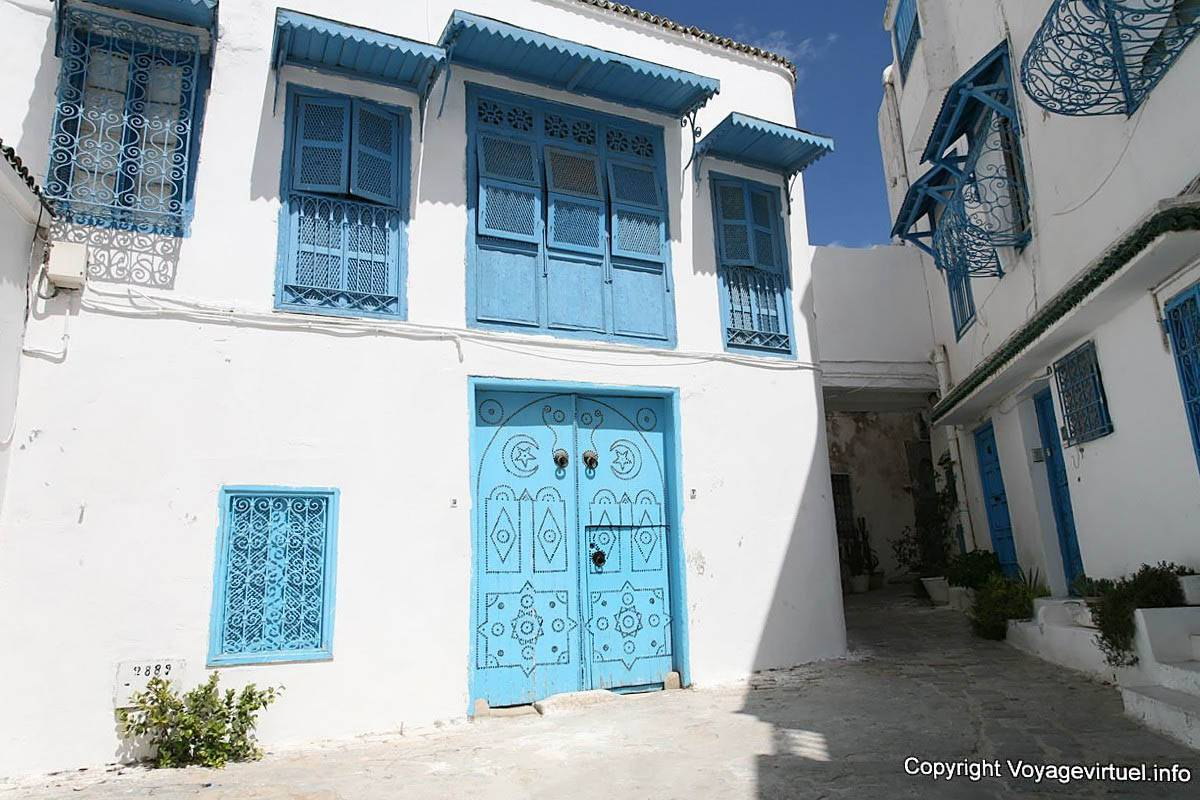 Sidi bou said courtyard windows tunisia for Fenetre sur cour