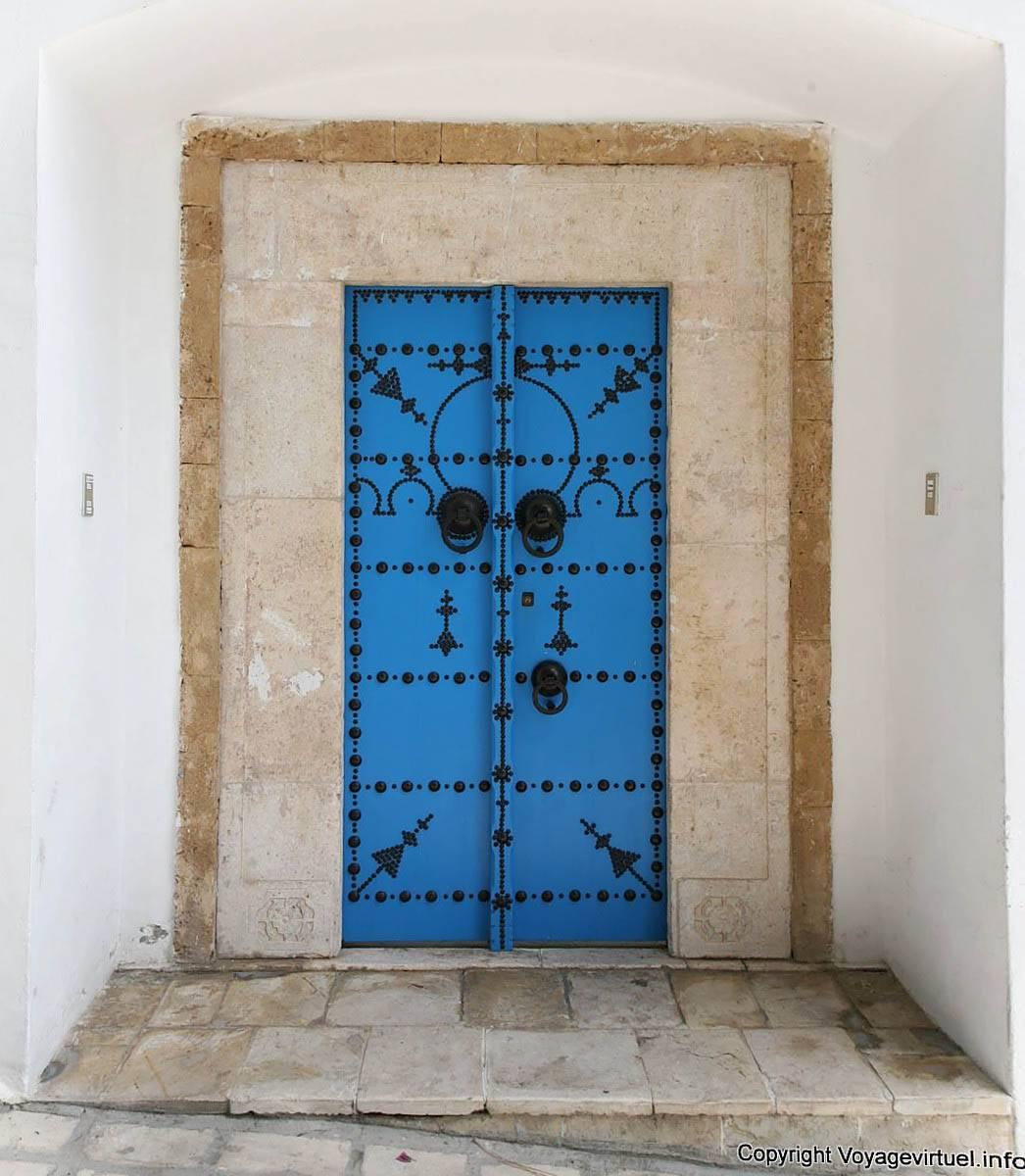 Sidi bou said typical old door frame tunisia for Decoration porte sidi bou said
