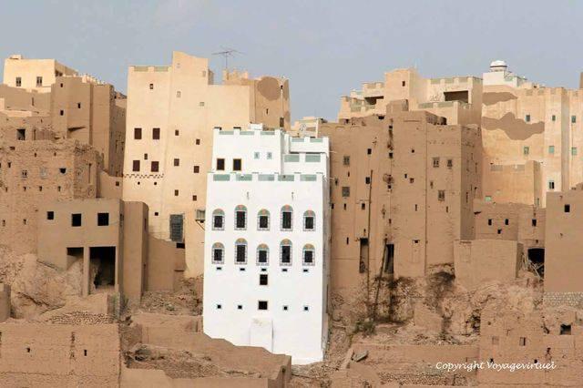 Al Hajrayn 1050